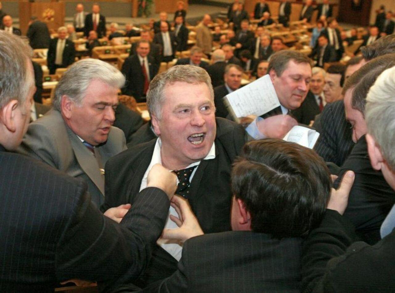 Под депутатами Государственной думы начали рушиться кресла