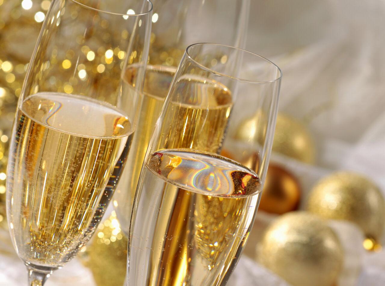 ВНовый год могут разрешить круглосуточную реализацию шампанского