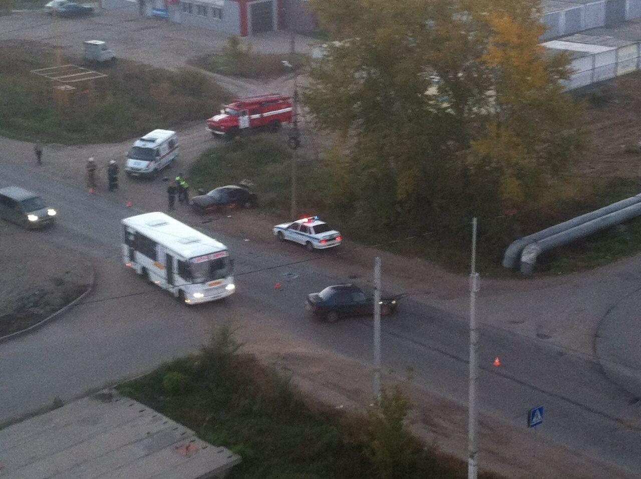 ВОмске автомобиль перевернулся пару раз, есть пострадавшие