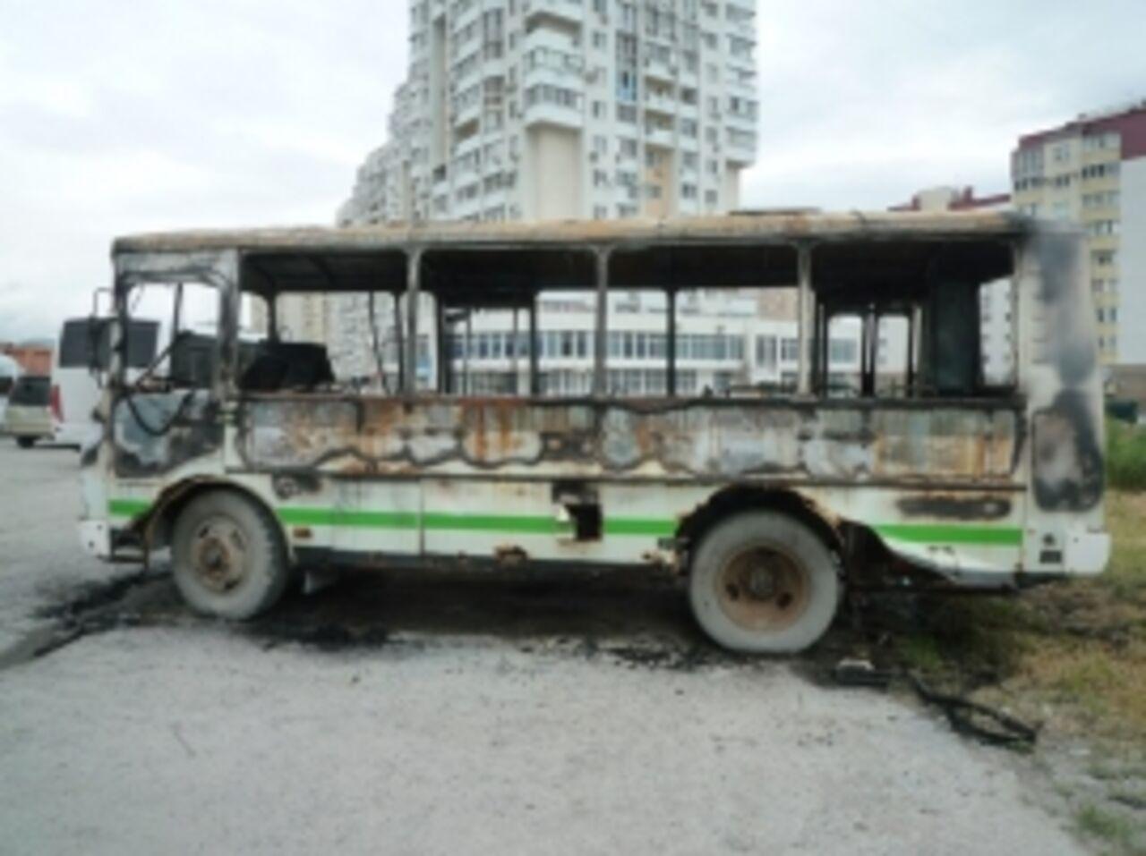 Пустая маршрутка загорелась наконечной остановке вТомске