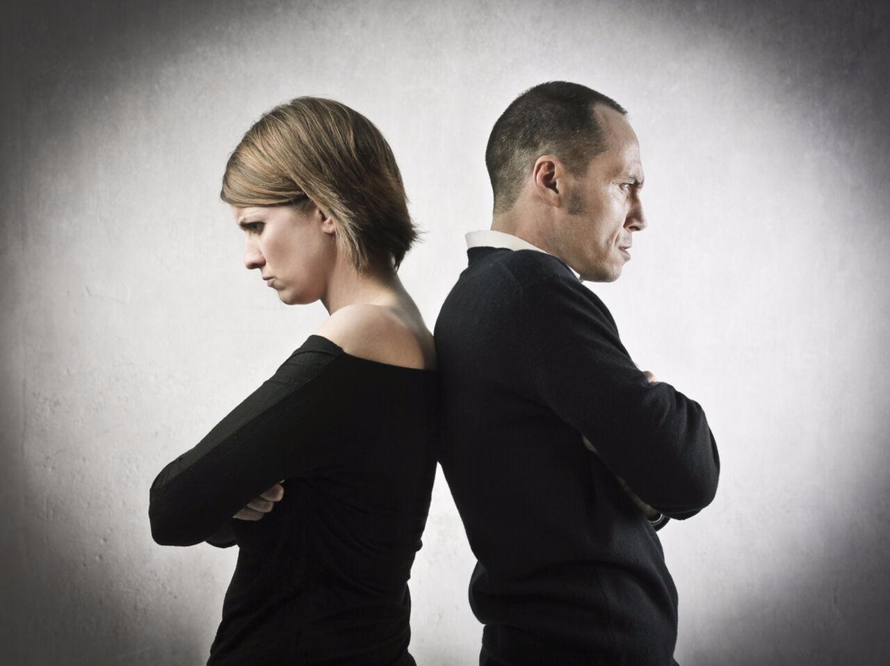 Ученые назвали три причины недоверия кокружающим