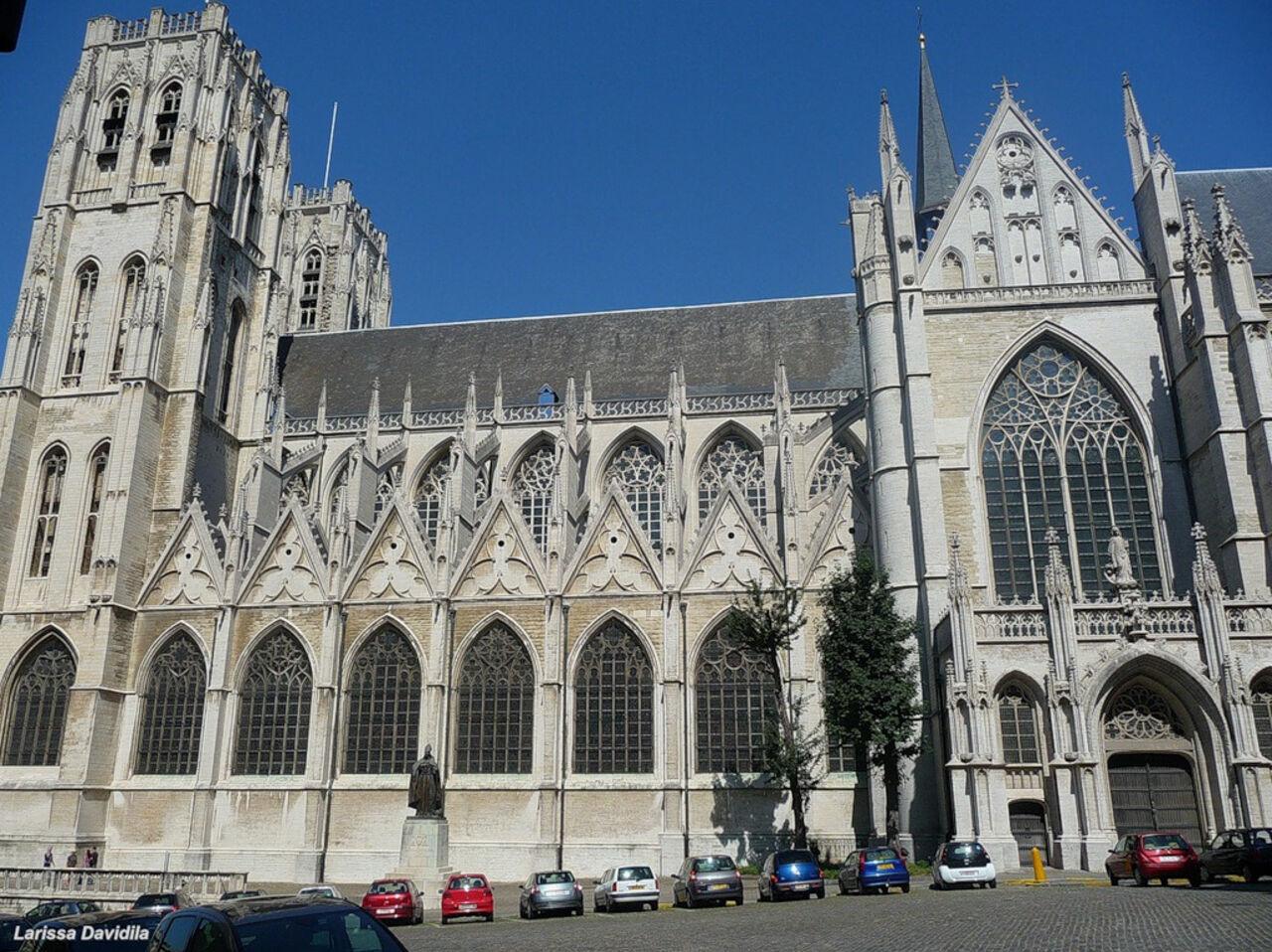 Гимн РФ исполнили наколоколах королевского храма вБрюсселе