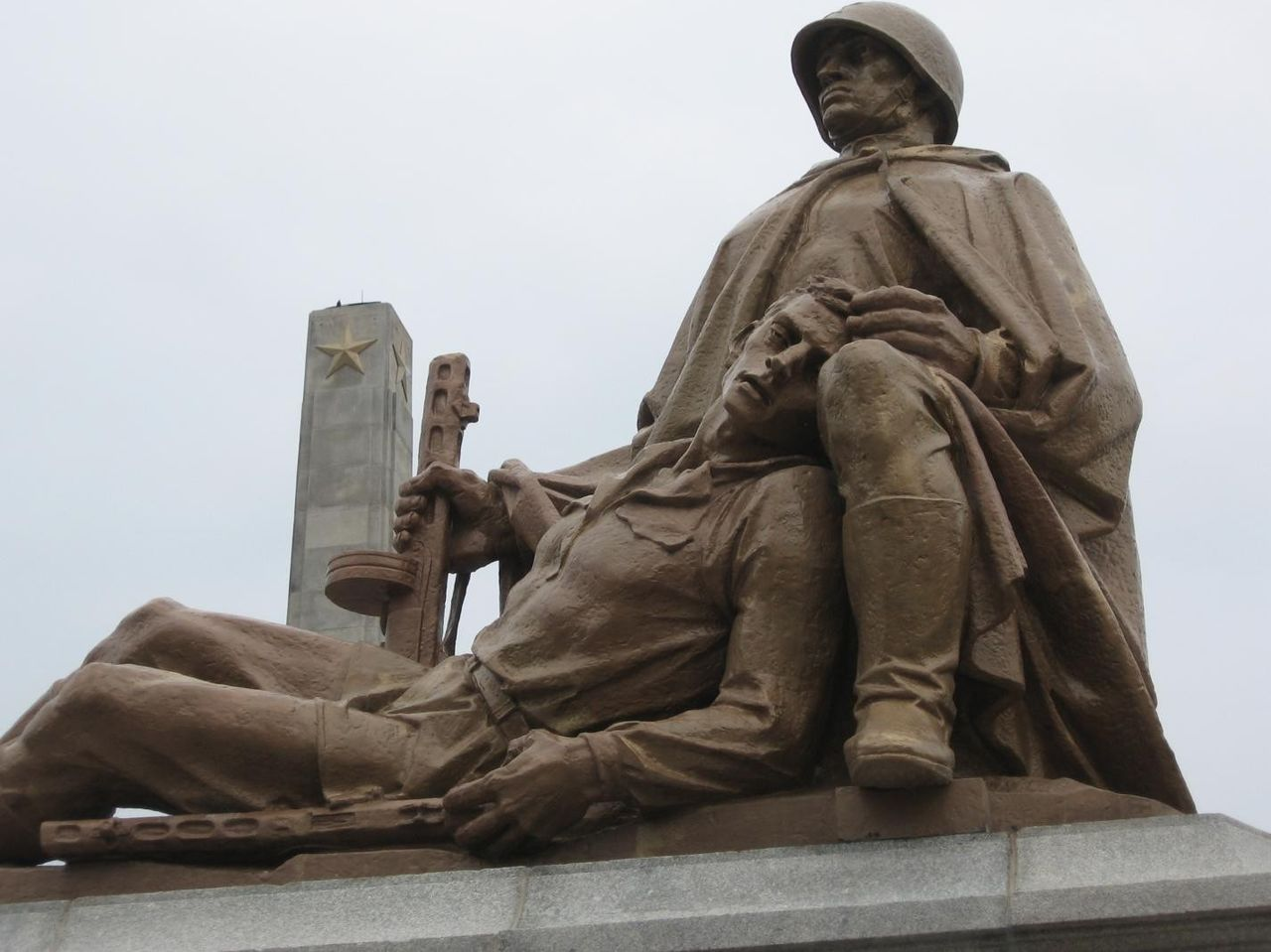 Очередной монумент признательности красноармейцам снесли вПольше