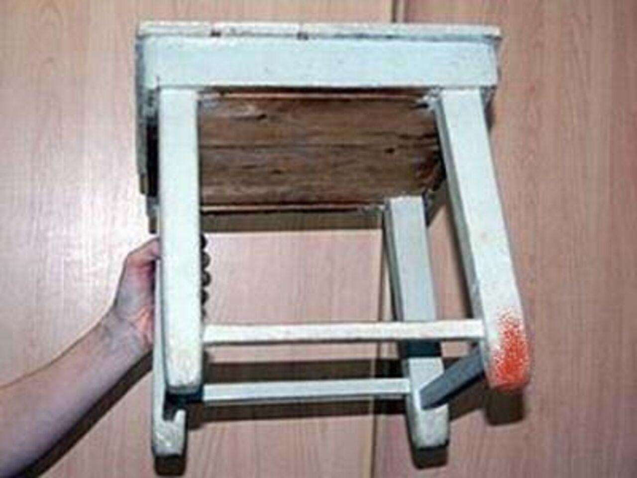Села на ножку стул 5 фотография