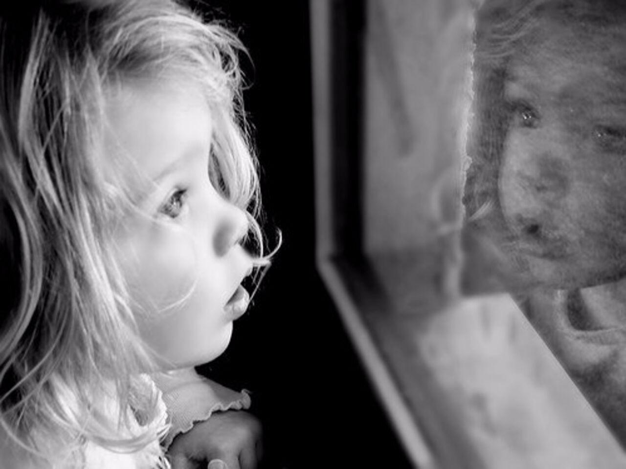 В Братске Иркутской области из окна многоэтажного дома выпрыгнула 5-летняя девочка. Информацией об этом поделилась пресс-служба региональ
