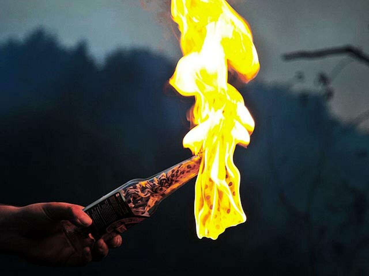 Японец забросал бутылками сзажигательной смесью участников фестиваля