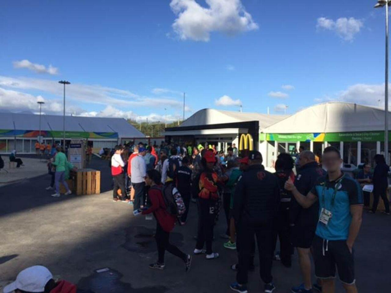 McDonald's тонет вочередях голодных спортсменов