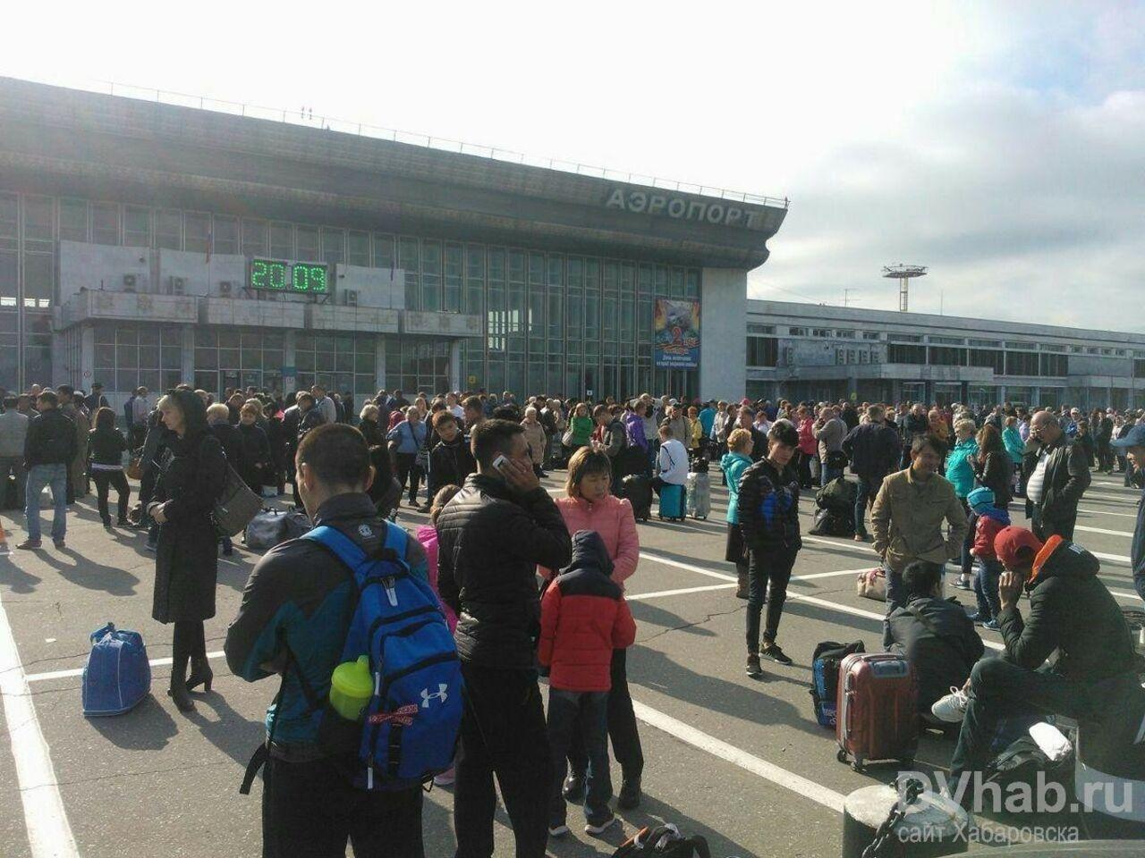 Работа аэропорта Хабаровска была приостановлена из-за подозрительных сумок