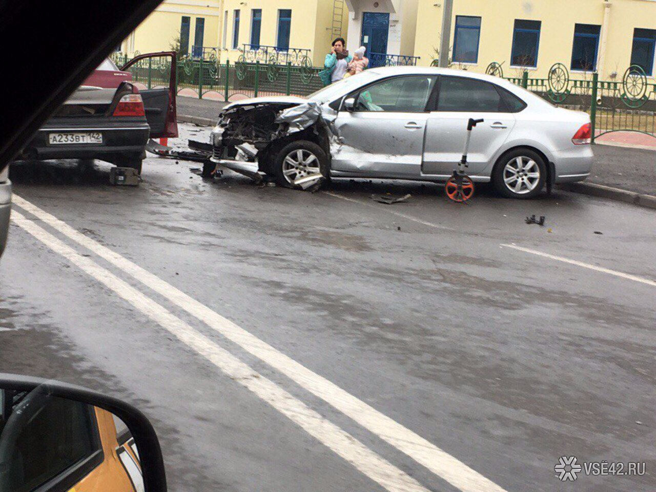 ВКемерове наШахтёров шофёр Шевроле спровоцировал тройное ДТП