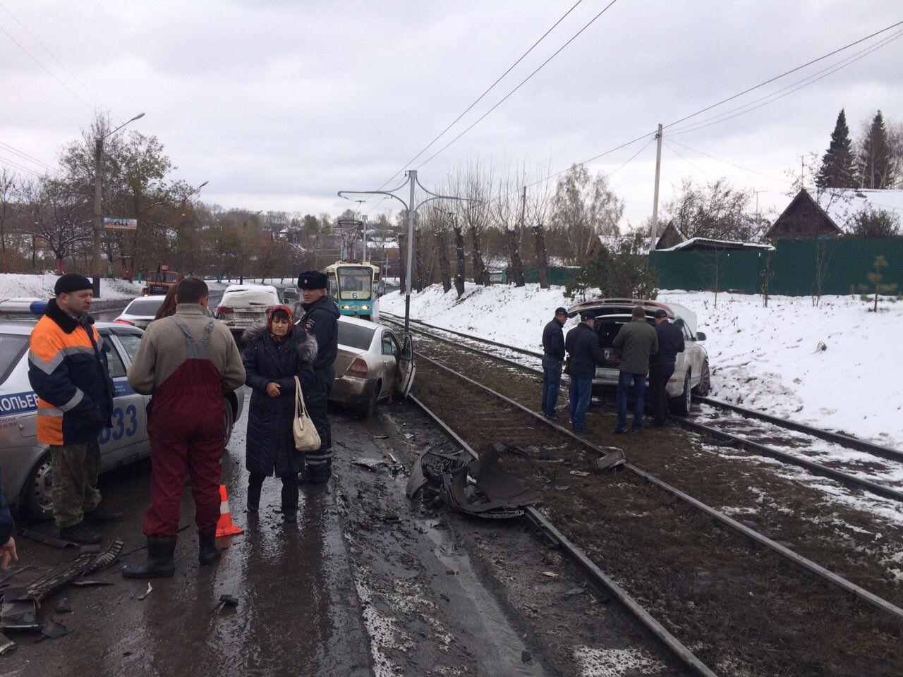 ВПрокопьевске две иномарки столкнулись лоб влоб