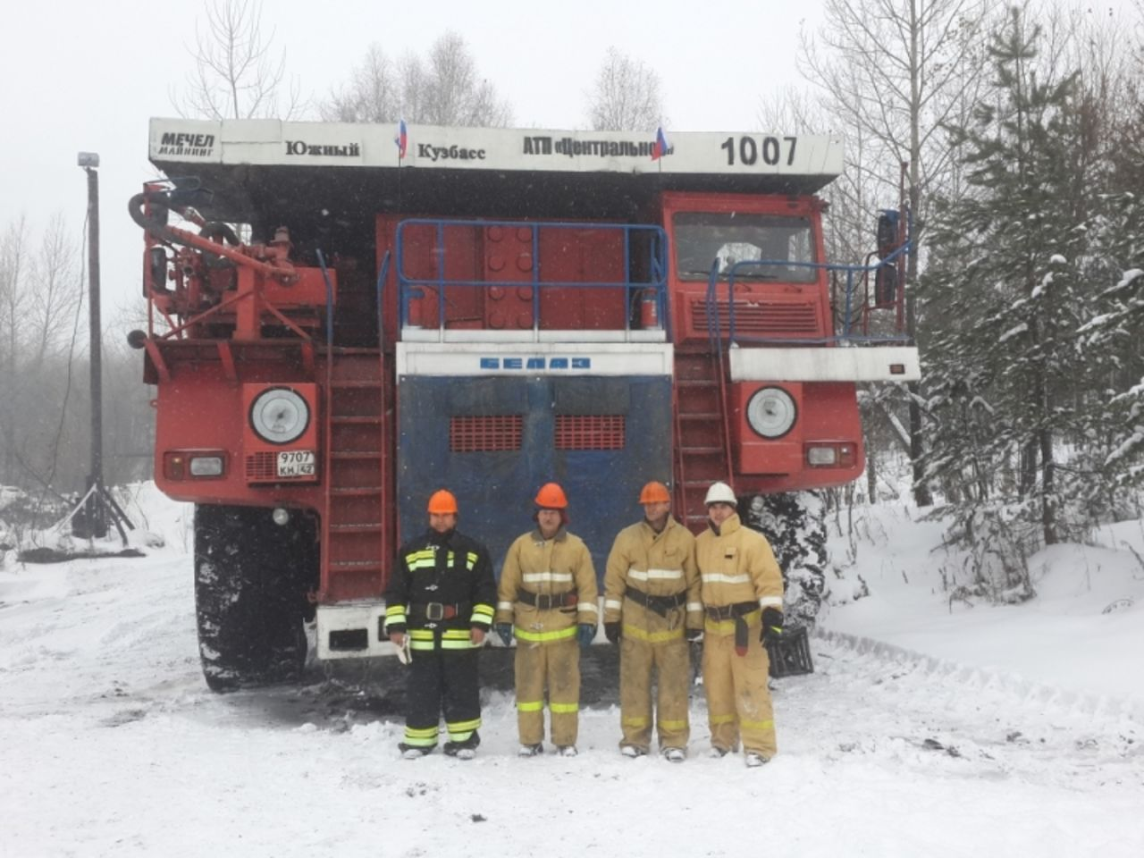Кузбасские горняки переделали БелАЗ впожарную машину