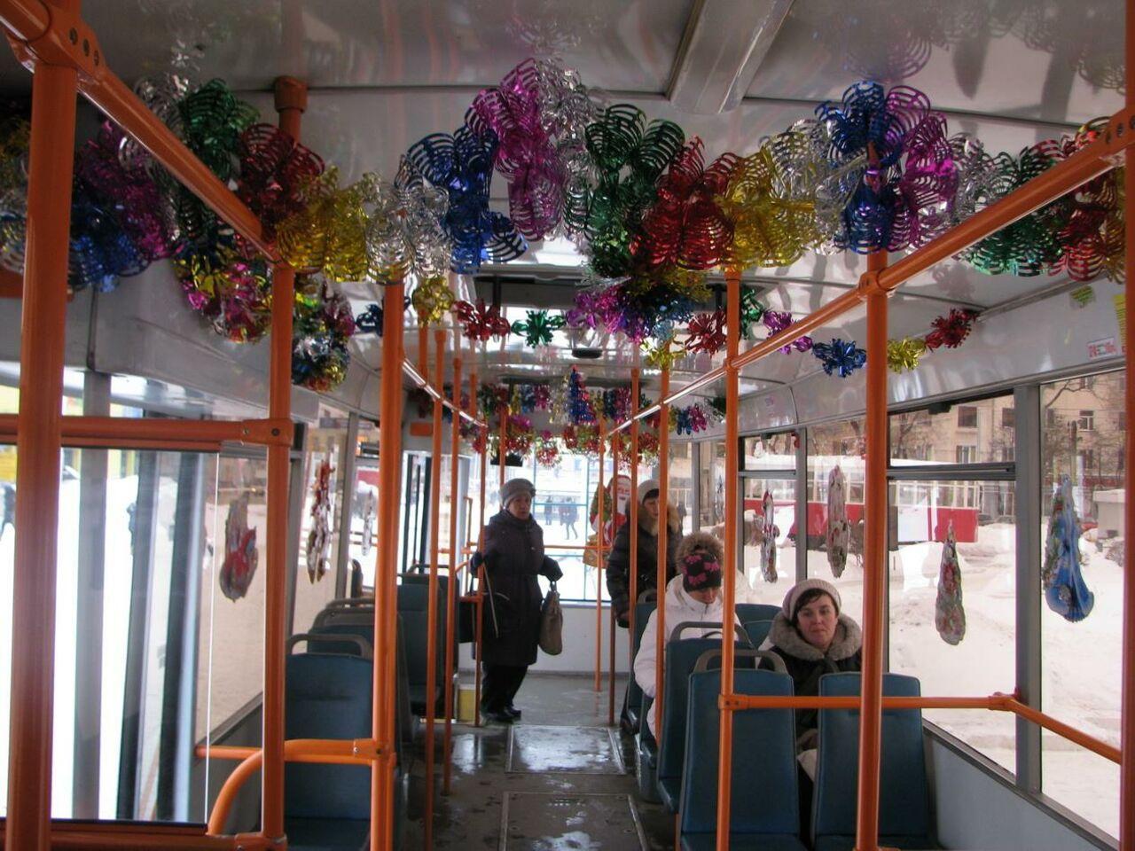 22 троллейбуса и21 трамвай вновогоднем убранстве работают вКемерове