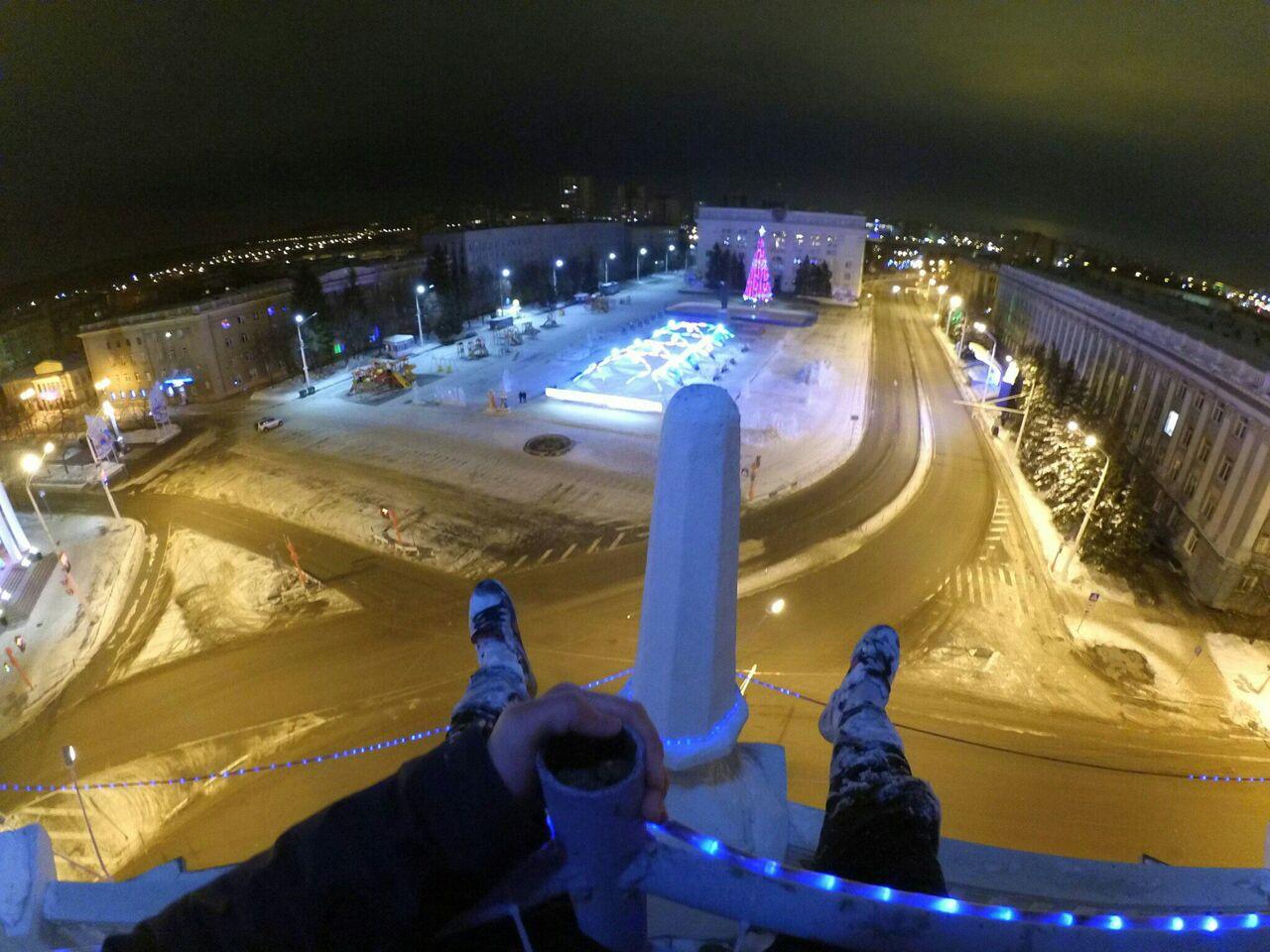 Приверженцы экстрима залезли на вышку Главпочтамта вКемерове