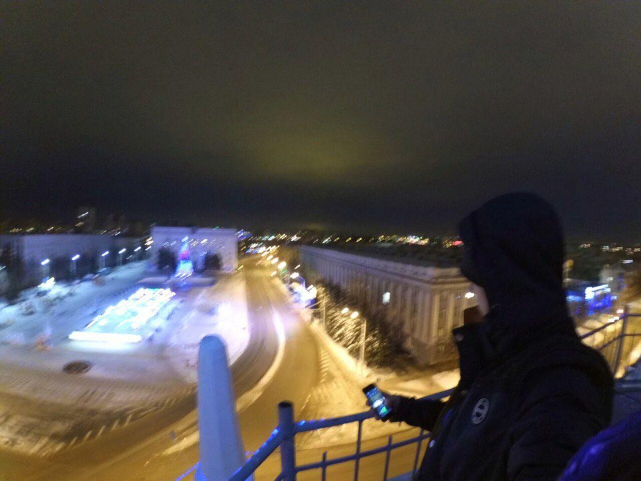 Милиция Кемерово ищет сфотографировавшихся накрыше главпочтамта молодых людей