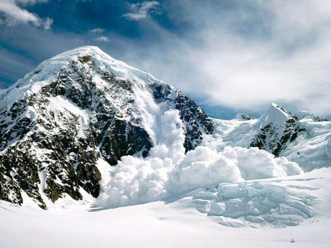 Вцентре Италии отель спосетителями накрыло снежной лавиной