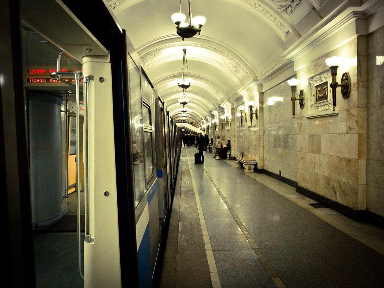 Столичное метро поздравит пары сДнем всех влюбленных