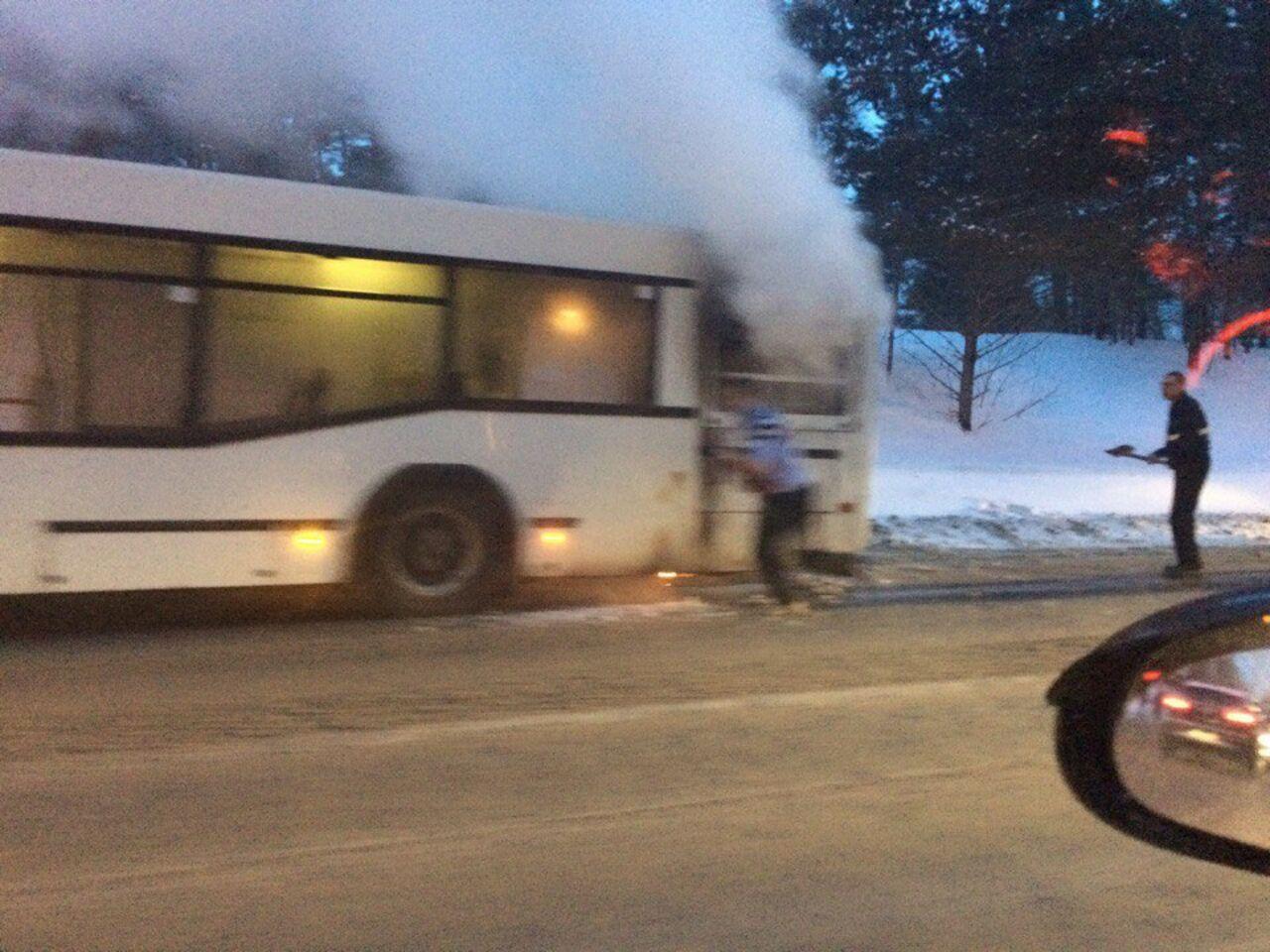 Утром вКемерове зажегся пассажирский автобус