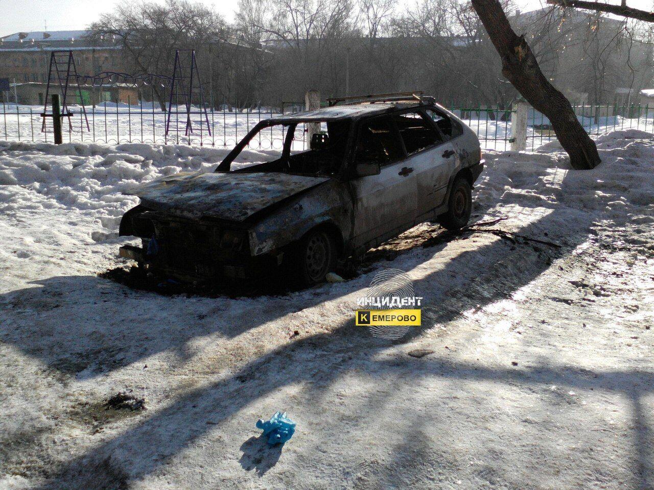 Ночью вКемерове вавтомобиле сгорел мужчина
