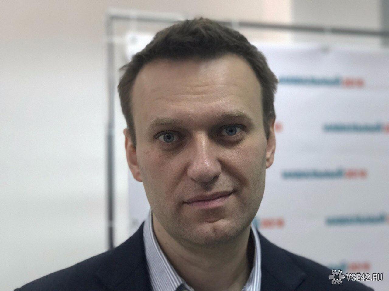 Навального закидали яйцами намитинге вНовосибирске