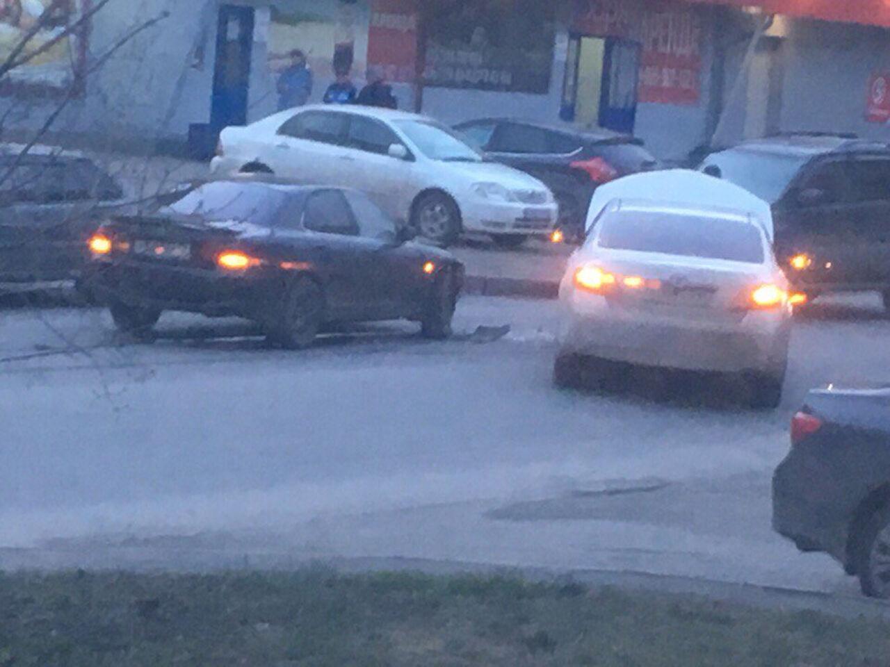 Фото: в Центральном районе Кемерово столкнулись две иномарки