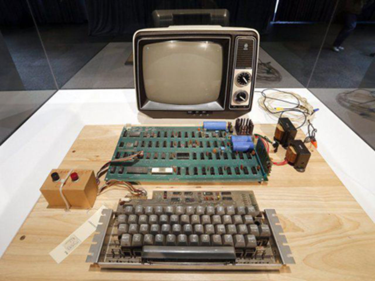 case 1 apple computer research how apple managed to reinvent itself over the years Apple computer: research how apple managed to reinvent itself over the years when it comes to innovation there are few companies that can stand next to apple love them or hate them no one can deny their impact on the technology field.