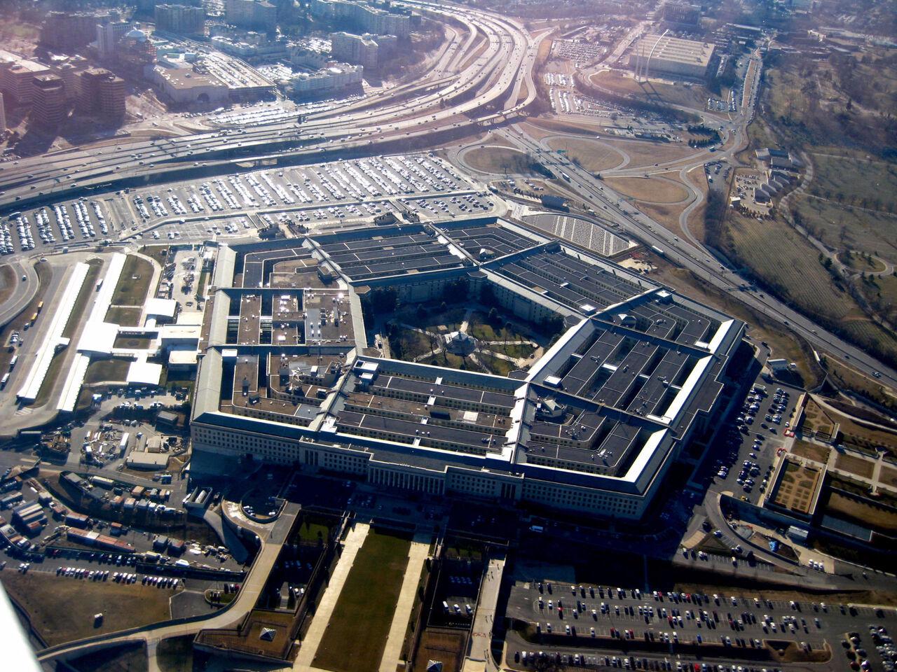 Военный самолётРФ пролетел над Белым домом иПентагоном
