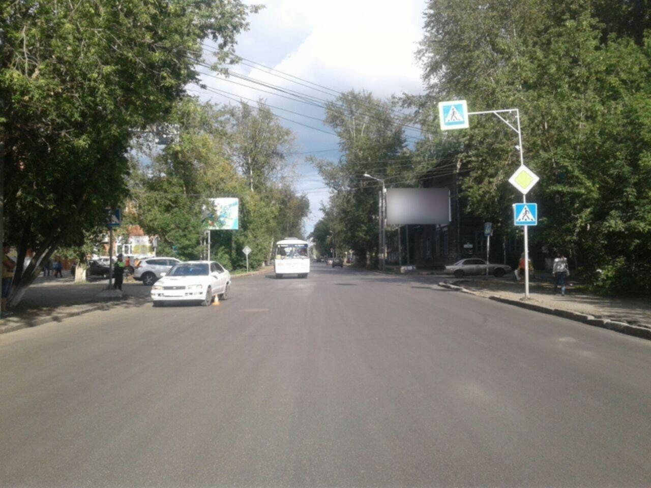 ВТомске наулице Учебной шофёр иномарки сбил 2-х детей напереходе