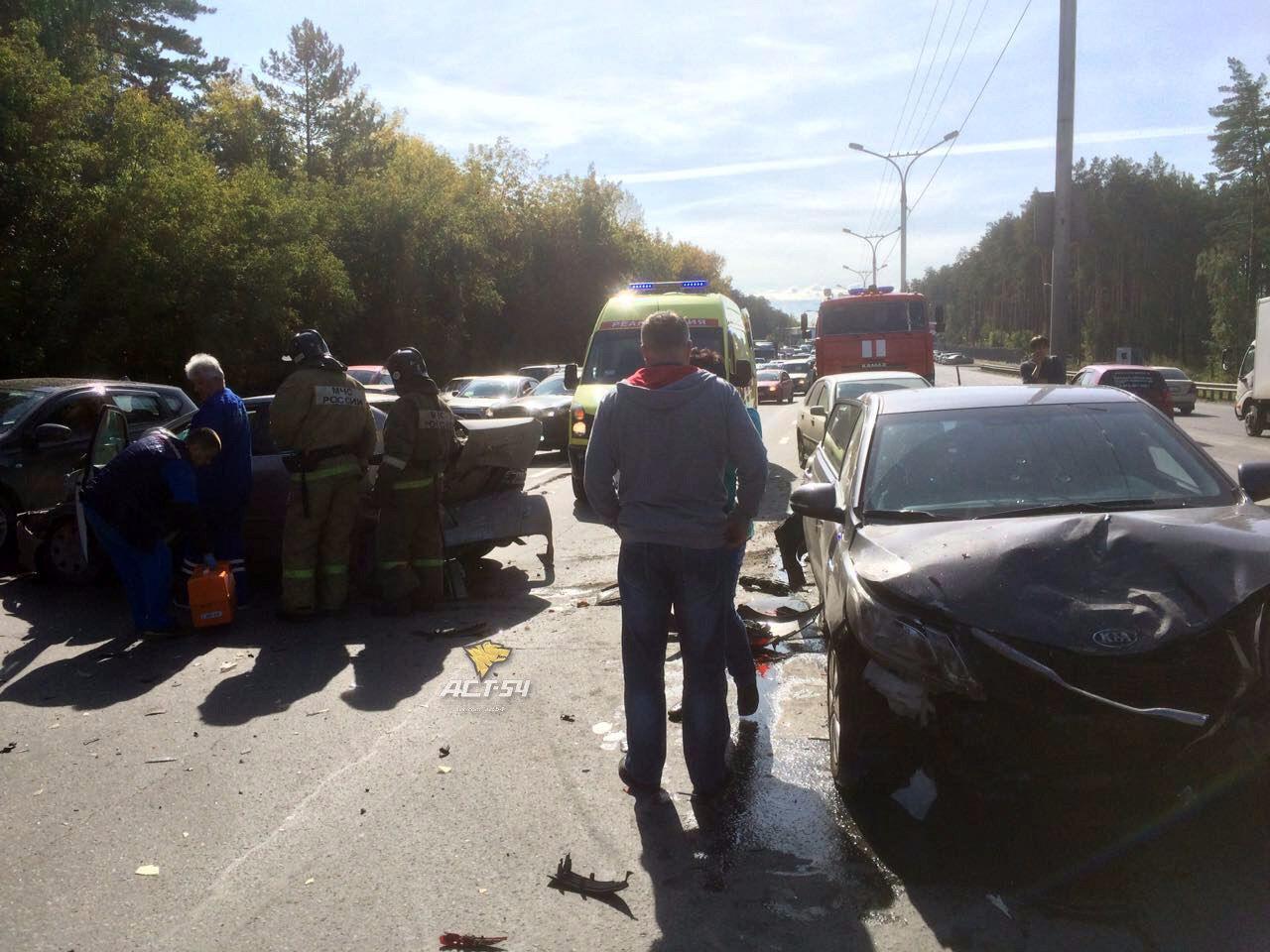 4 автомобиля столкнулись под Новосибирском