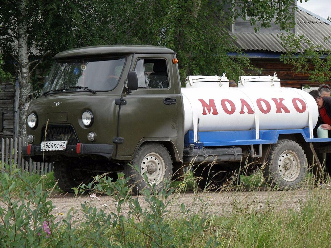 Два человека погибли вДТП смолоковозом вКузбассе