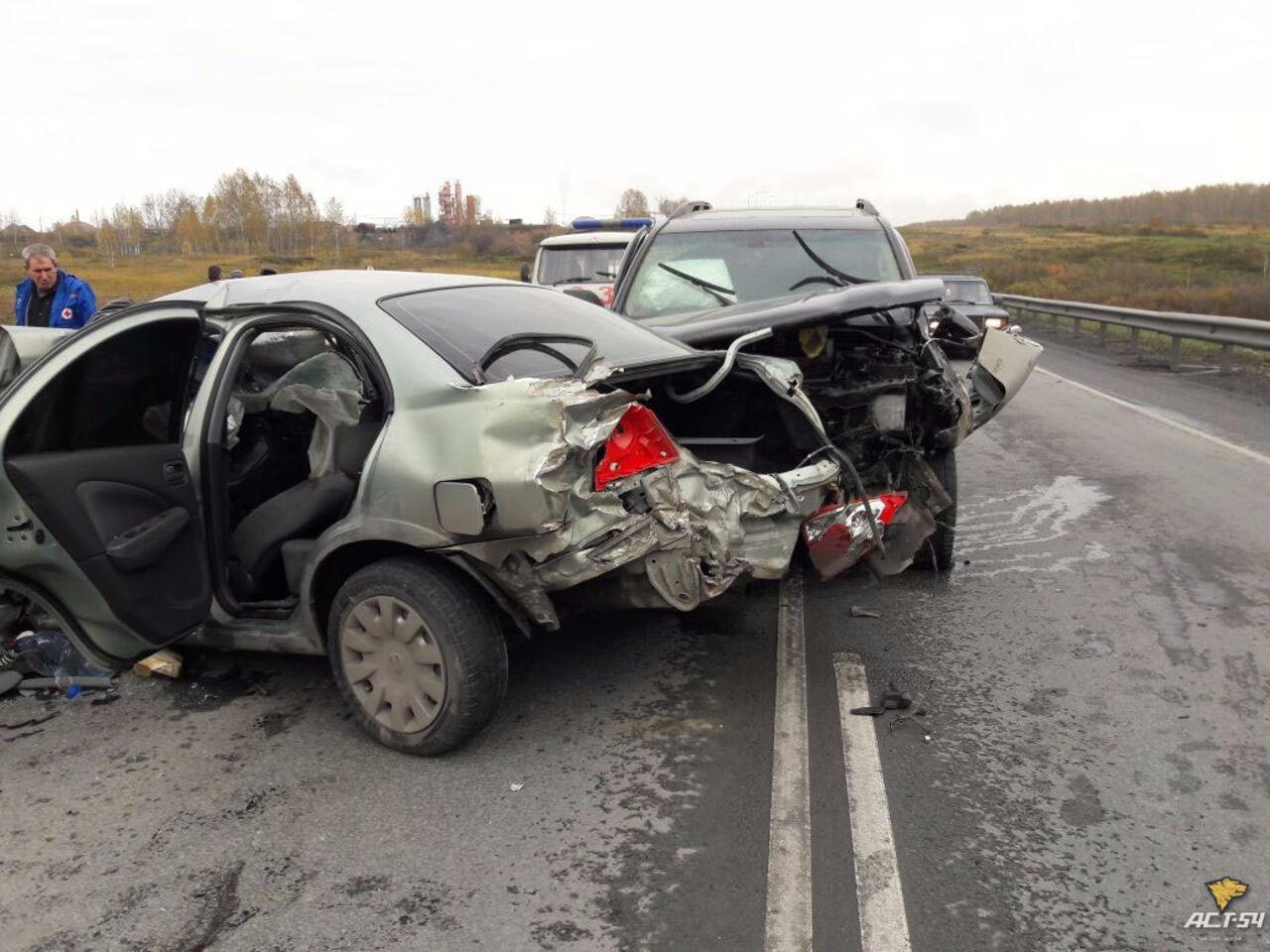 Шофёр иномарки умер всерьезном ДТП под Новосибирском