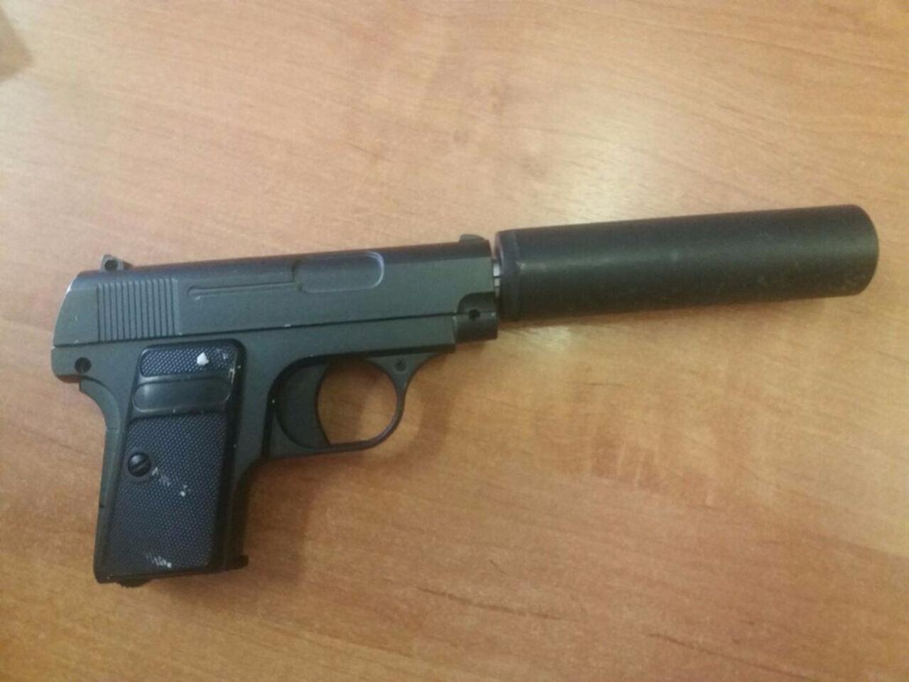 Новосибирец сигрушечным пистолетом ограбил магазин мобильной связи