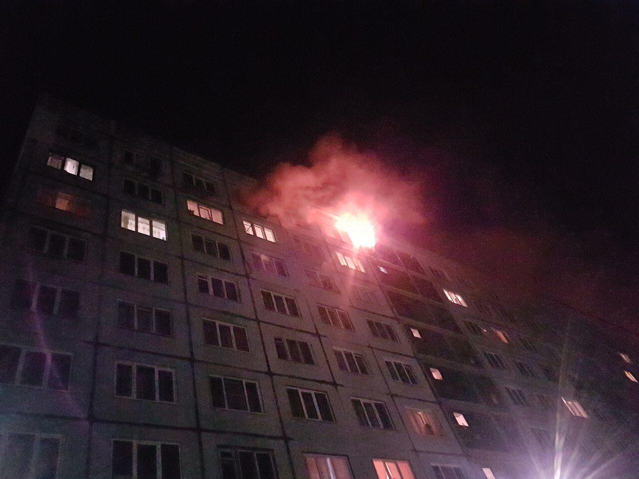 Мощнейший пожар вмногоэтажном здании общежития вКемерове тушили 28 спасателей