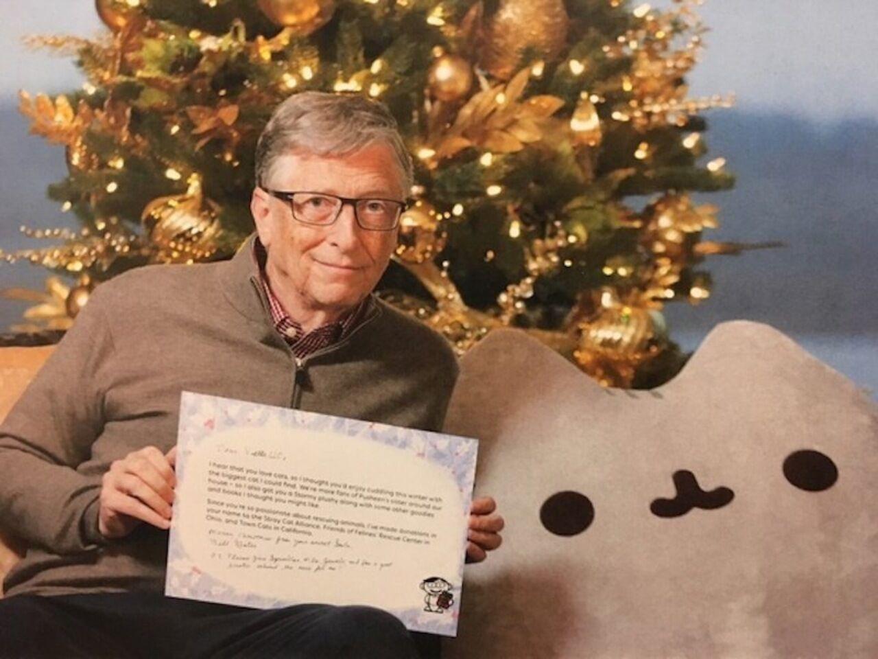 Билл Гейтс подарил огромного плюшевого кота участнице Secret Santa наReddit