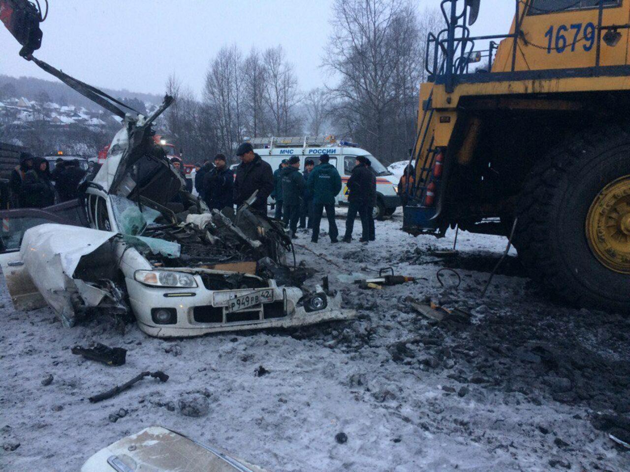 Два человека погибли вДТП иномарки Ниссан иБелАЗа вНовокузнецке