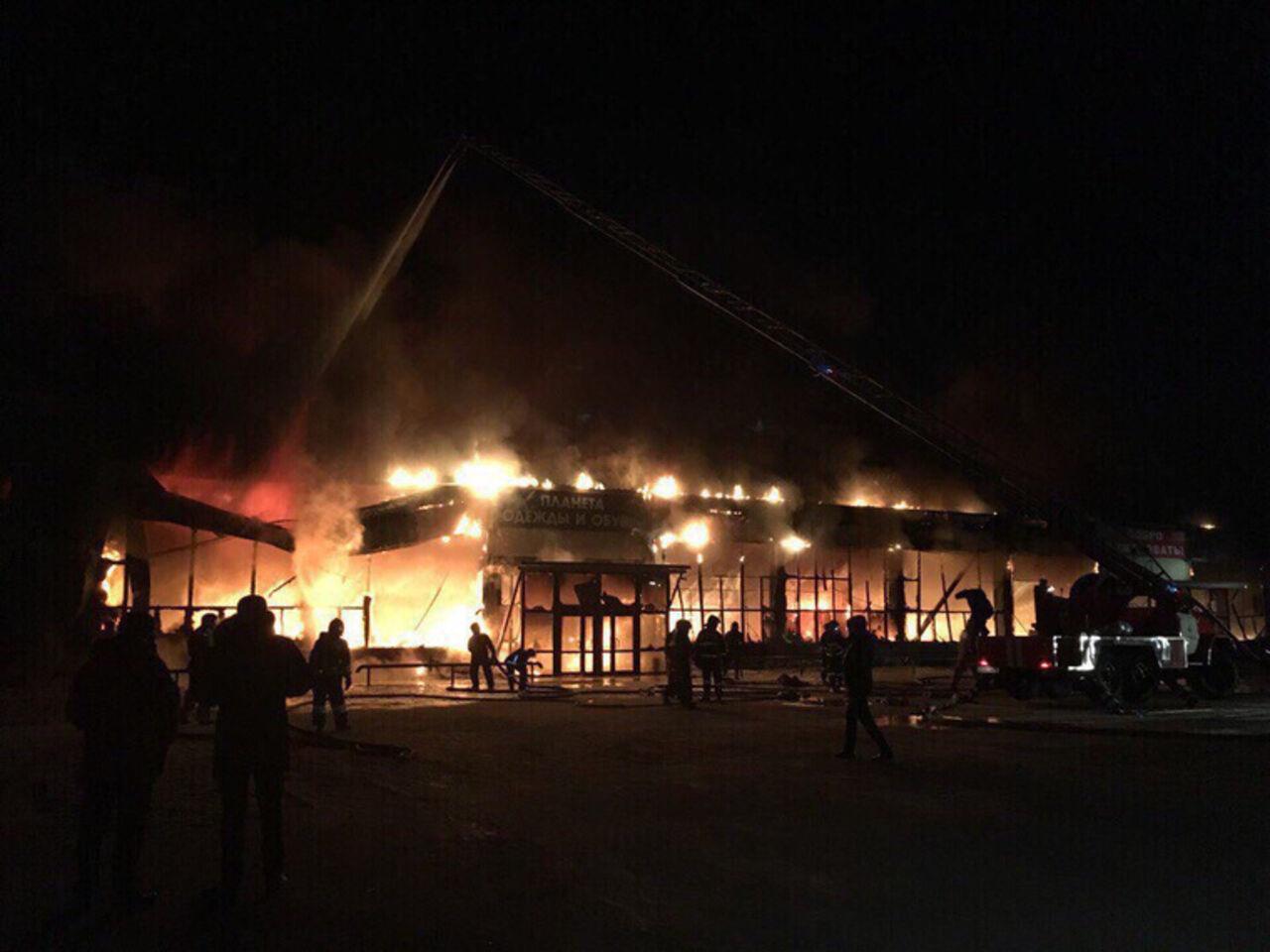 Пожар вТРЦ «Семья» вНоябрьске ликвидирован