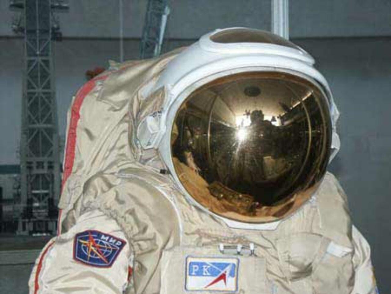 В России учёные создали для космонавтов ранец работающий на солнечных батареях. Космонавты в экстренных ситуациях могут добраться на нём