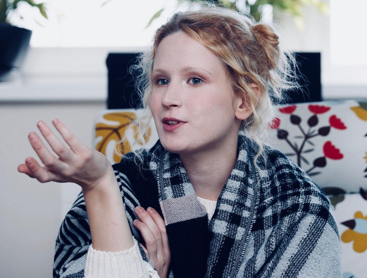 Монеточка исполнила заглавную песню в кинофильме Надежды Михалковой «Проигранное место»