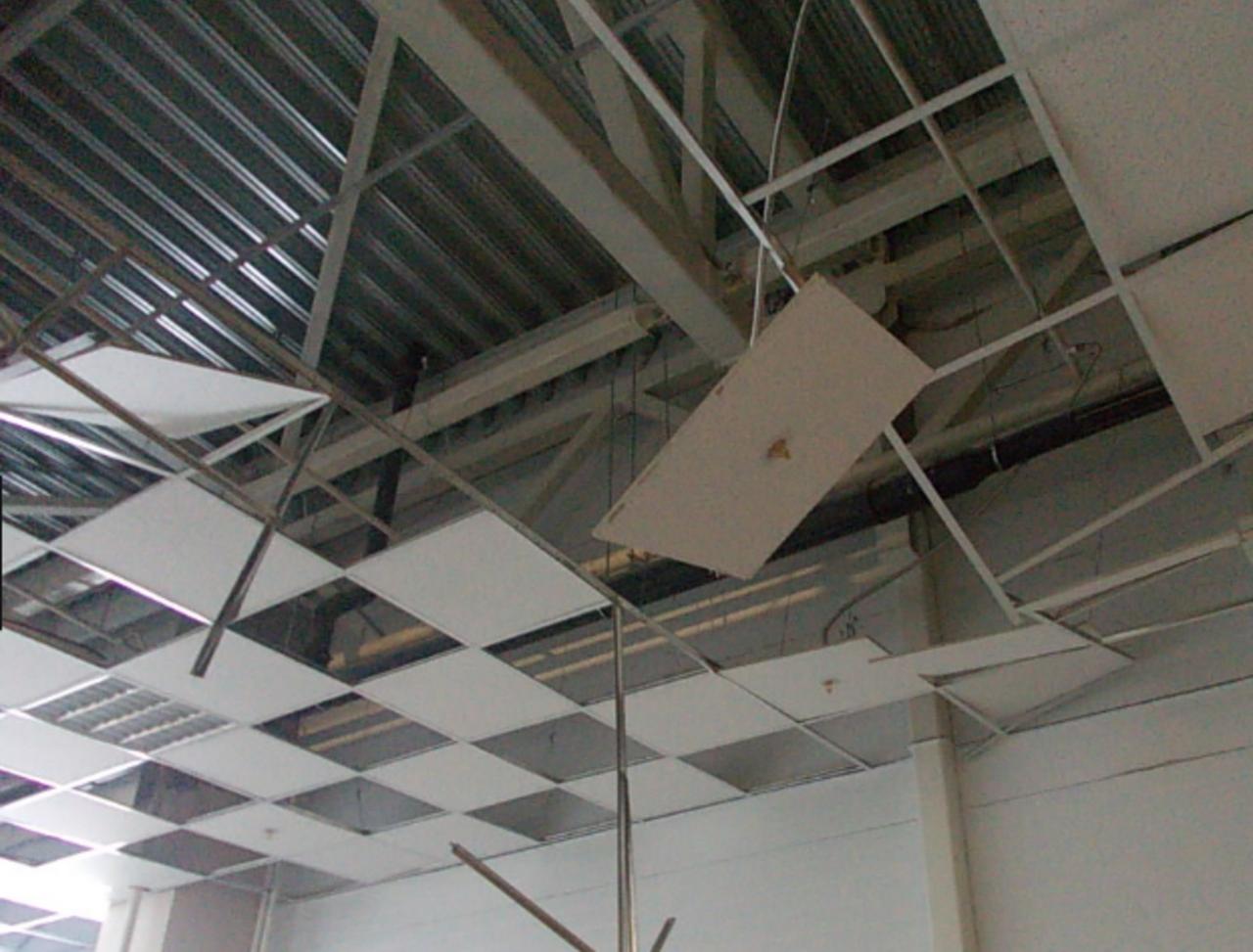 Подвесной потолок обвалился надетей виркутской школе