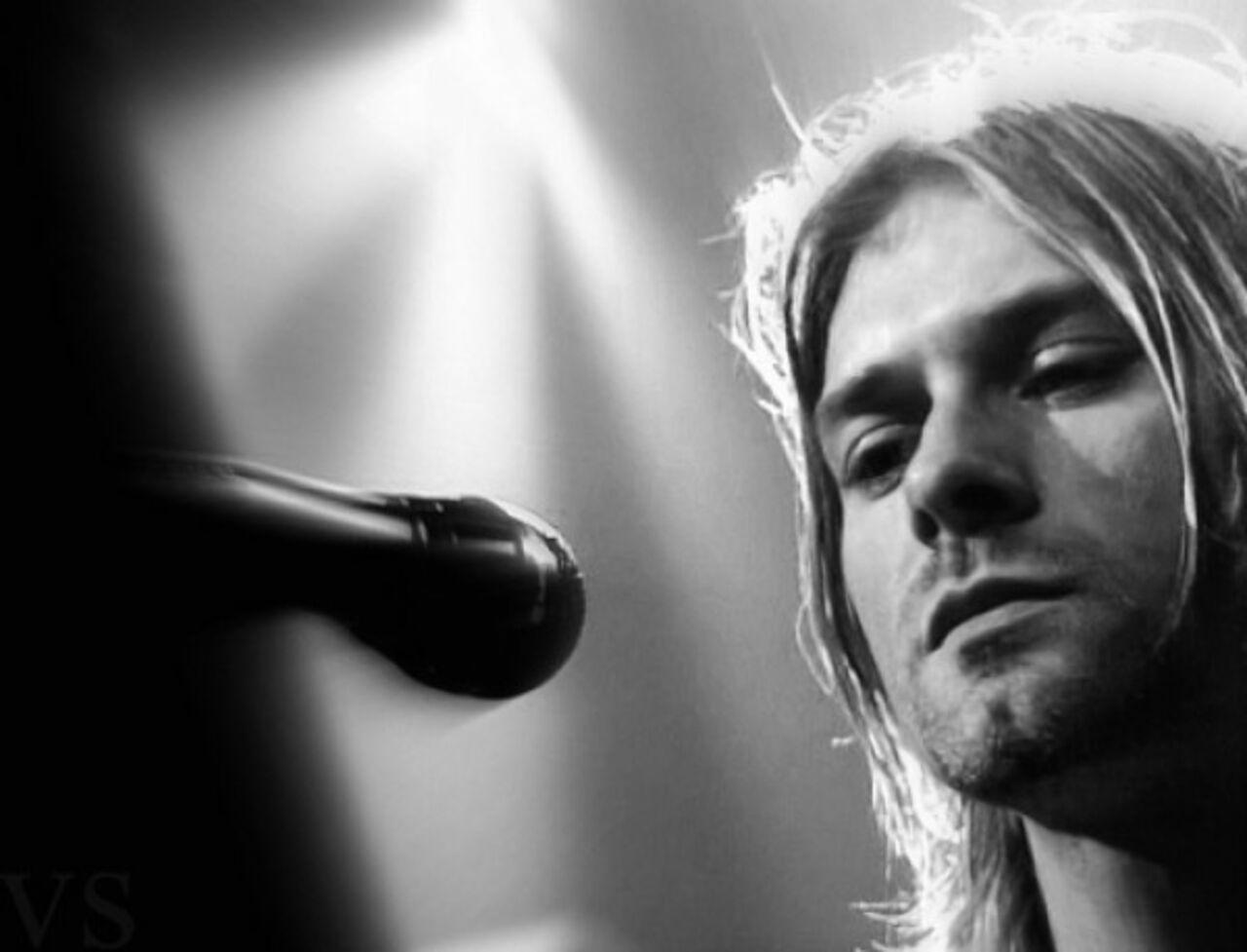 Группа Nirvana опубликовала в своём аккаунте Facebook шуточное сообщение которое заявляет что основатель группы Курт Кобейн всё ещё мёртв