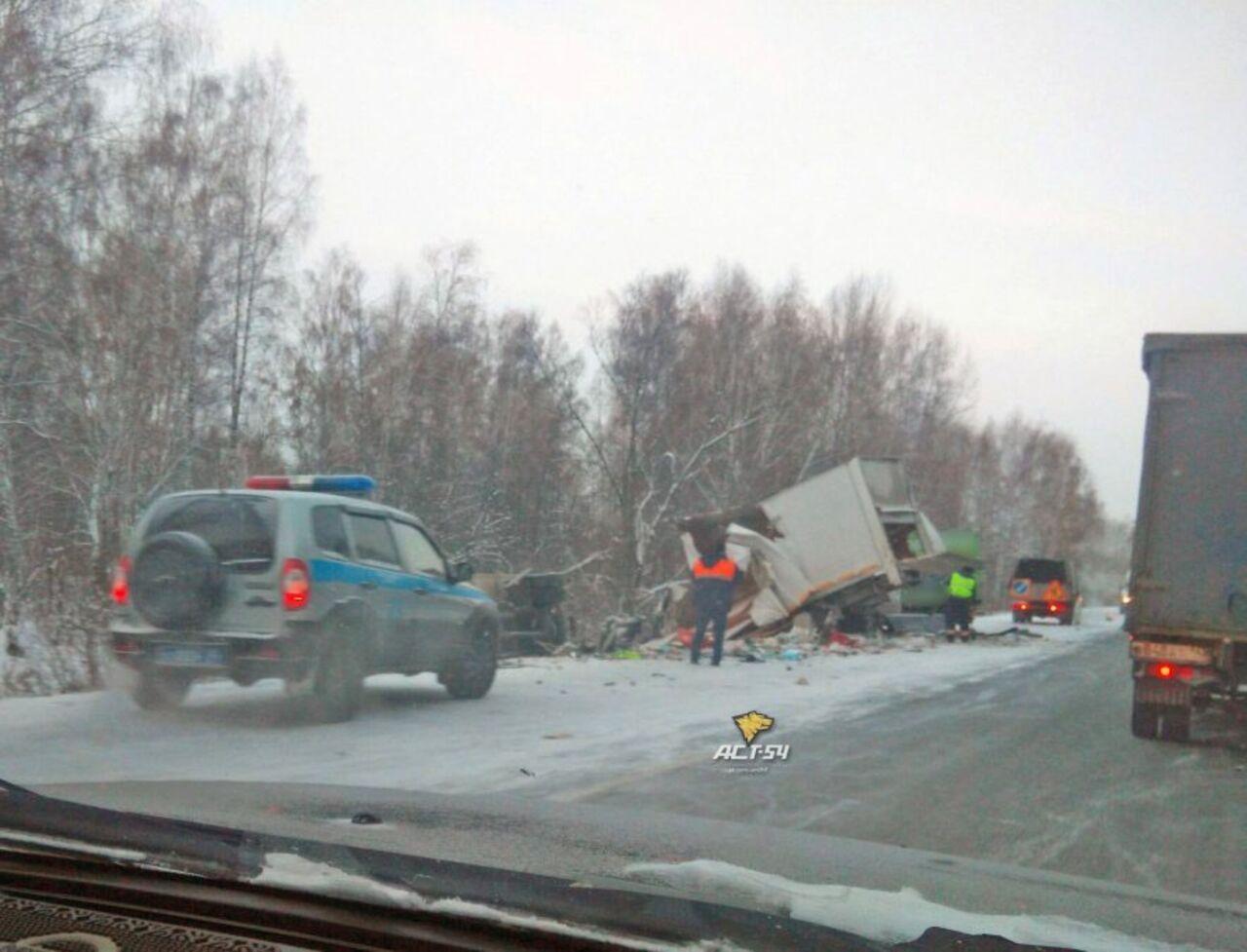 Кемеровский грузовой автомобиль устроил массовое ДТП нафедеральной трассе