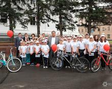 Больше, чем вы думали: вручение тысячи велосипедов на площади Советов