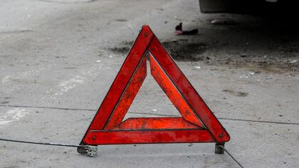 Водитель задавил присевшего завязать шнурки ребенка возле магазина в Орске