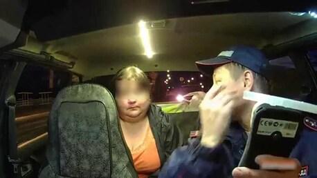 Видео как женщина съела