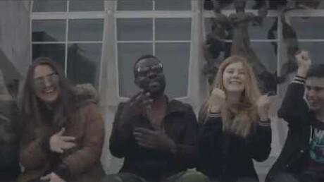 Чернокожий студент-африканец изСибири спел о симпатии кПутину
