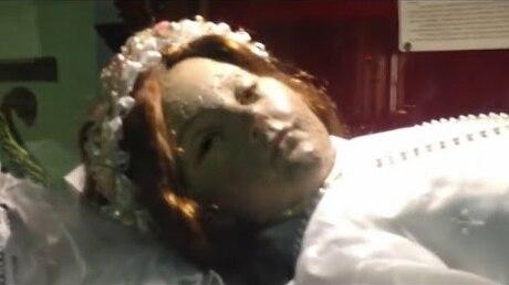 Умершая девочка спустя 300 лет открыла глаза ивзбудоражила пользователей Сети