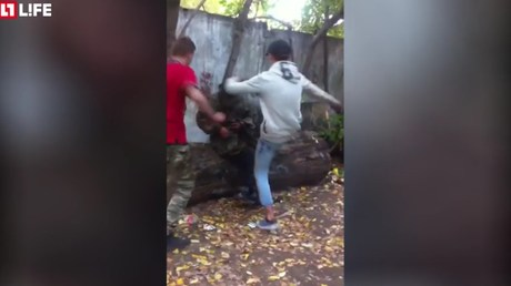 Подростки изНовосибирска сняли навидео избиение бездомного