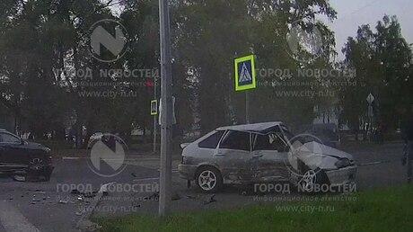 ВНовокузнецке врезультате дорожно-траспортного происшествия машину отбросило натротуар