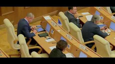 Увлечение депутата мобильными играми на совещании пояснили ихинвестиционной привлекательностью