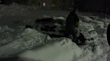 ВКузбассе трехдневный снегопад превратил Mercedes всугроб