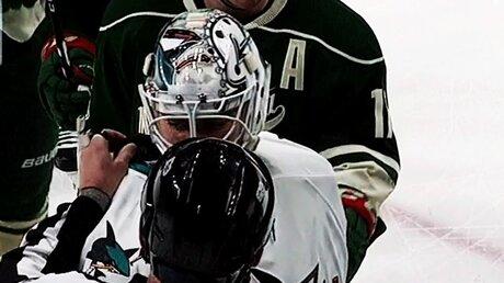 Сейв вратаря «Сан-Хосе» вматче НХЛ назвали в социальных сетях «самым смешным»